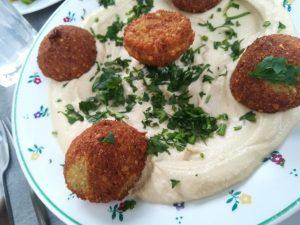 Habibi & Hawara Falafel mit Hummus